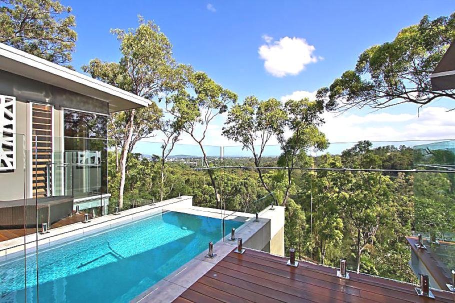 piscine suspendue dans le vide construire ma maison