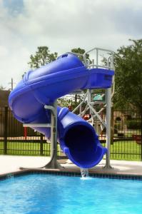 toboggan et plongeoir de piscine