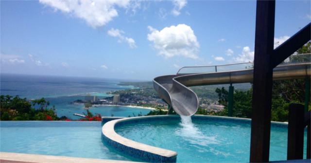 Toboggan et plongeoir de piscine construire ma maison for Tobogan piscine